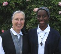 Sr Maria Dolores, maîtressedes novices  et Odette venue du Rwanda